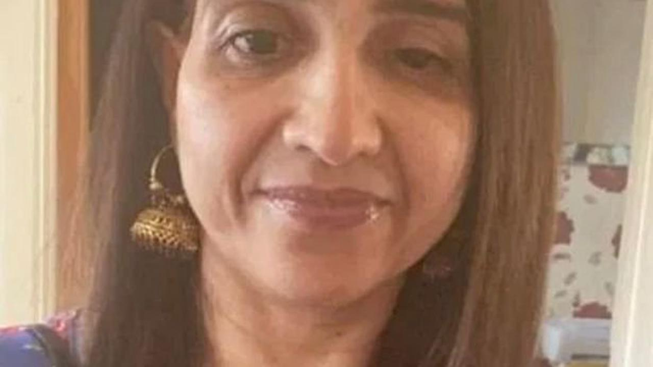 Mum killed in Durdle Door fall died of 'chest injuries' as cliffs warning issued
