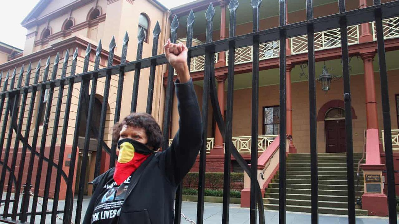NSW Aboriginal deaths in custody inquiry recommends end to 'police investigating police'