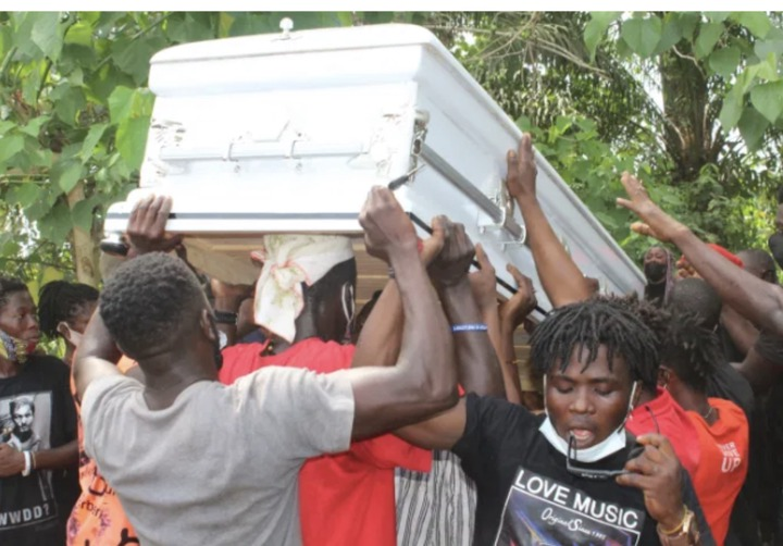 8b9a91518f1e4279a0dde4237f41dbb3?quality=uhq&resize=720 - Sad Moment: The Last Moment Ama Broni's Body Was Conveyed To The Akwatia Cemetary For Burial