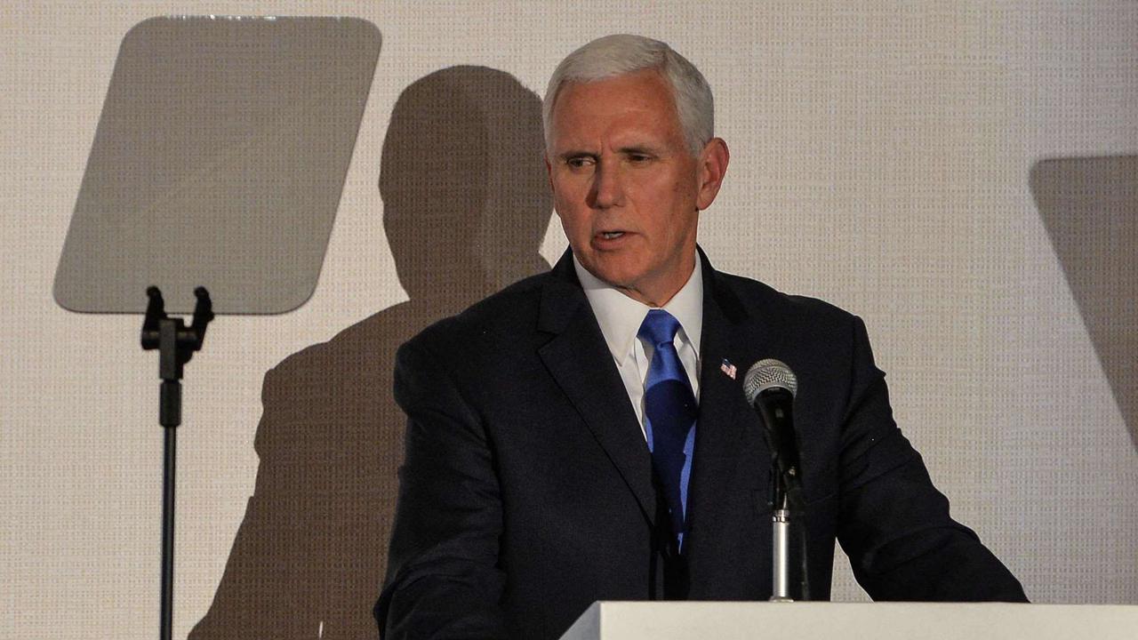 """Mike Pence: Konservative Christen erklären Donald Trumps Vize zum """"Verräter"""""""
