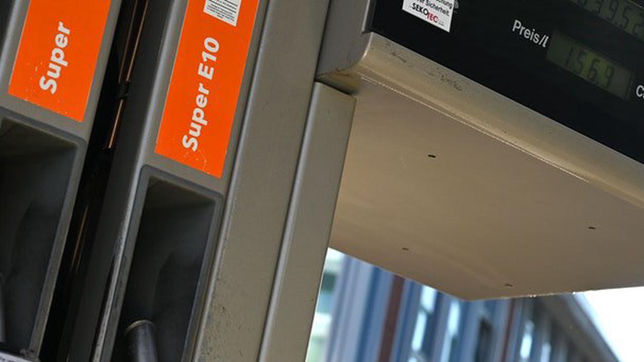 Benzin so teuer wie seit sieben Jahren nicht mehr: Diesen Horror-Preis erwarten Experten im Jahr 2022 ++ Das sind die Gründe