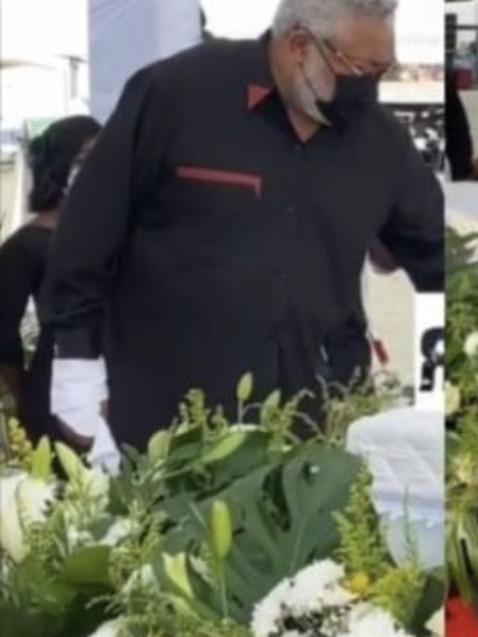 90a4d6069a3a5a6f16bd6266606cf6a4?quality=uhq&resize=720 - Sad: Jerry John Rawlings Breaks Down In Tears As He Places A Flower In His Mother's Coffin