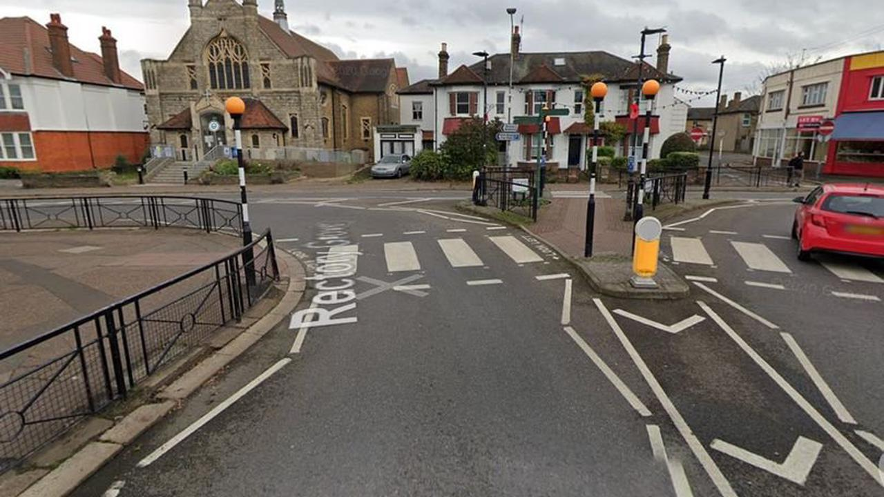 Two men try to drag woman out of car at crossing in attempted kidnap