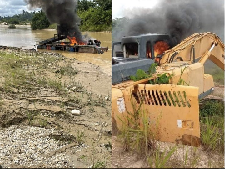922d35a5592048ef9786a117cd7f6ae5?quality=uhq&resize=720 - Another Set Of Excavators And Changfangs Set Ablaze On Offin River - Photos