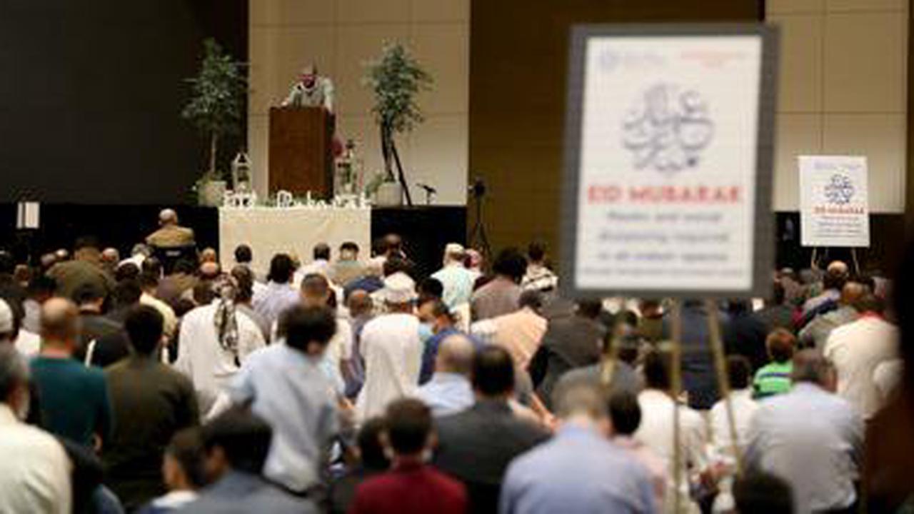 2,000 Muslims celebrate Eid holiday at Galveston's Moody Gardens
