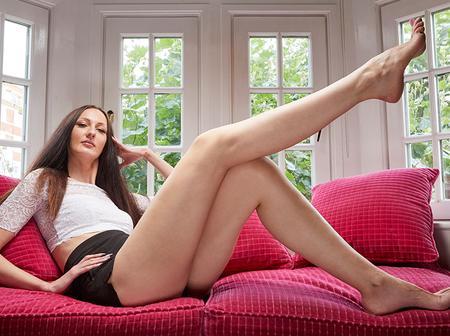 Meet Lisina, The Tallest Model with The Longest Leg