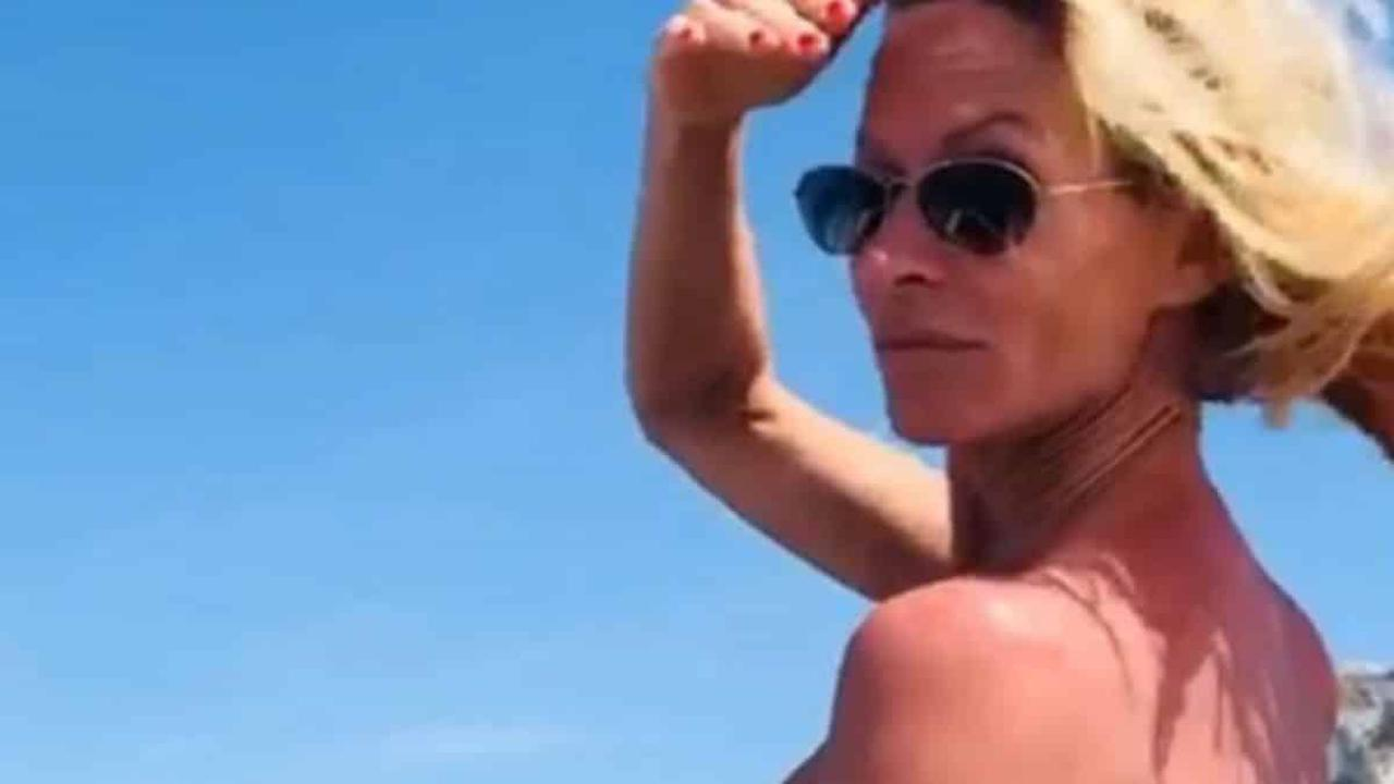 Plus belle la vie: un acteur de la série enflamme la Toile avec une photo de lui complètement nu!
