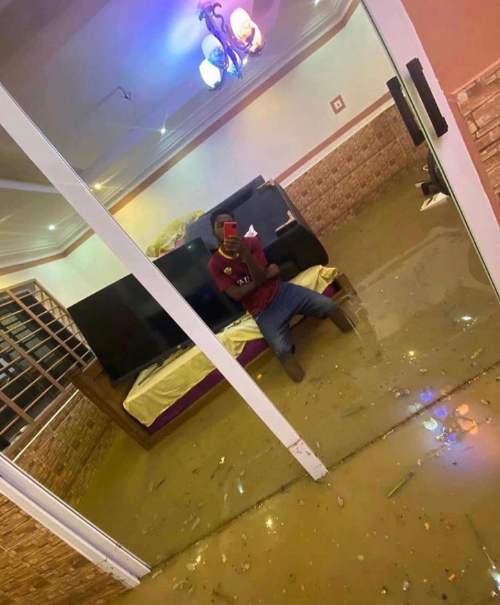 9396a2f0b5fe50169a26e794a4cdb38c?quality=uhq&resize=720 - Ghana Flood Pose Challenge? Guy Poses In His Room Full Of Water After Hours Of Rainfall (Photos)
