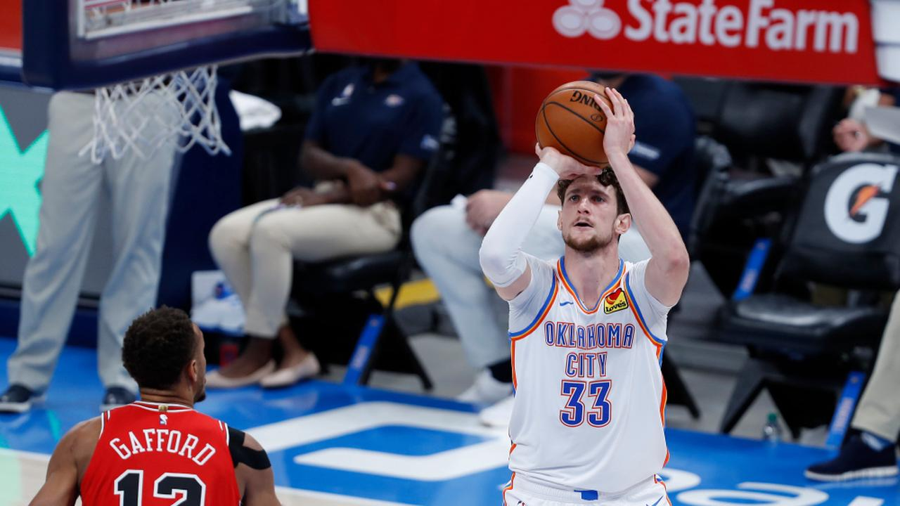 Thunder's Mike Muscala: Clear of injury report