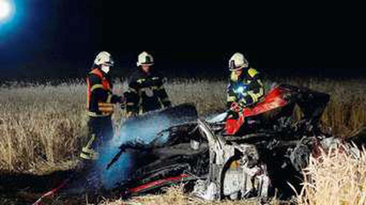 Fahrer verbrennt in seinem Fahrzeug