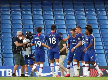 Chelsea midfielder Close to joining another London Club