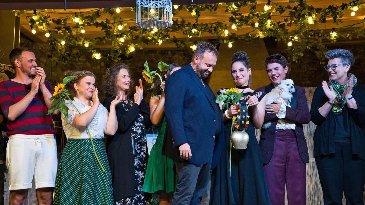 Ramona Fattini erhält die «Hagenwiler Glocke»