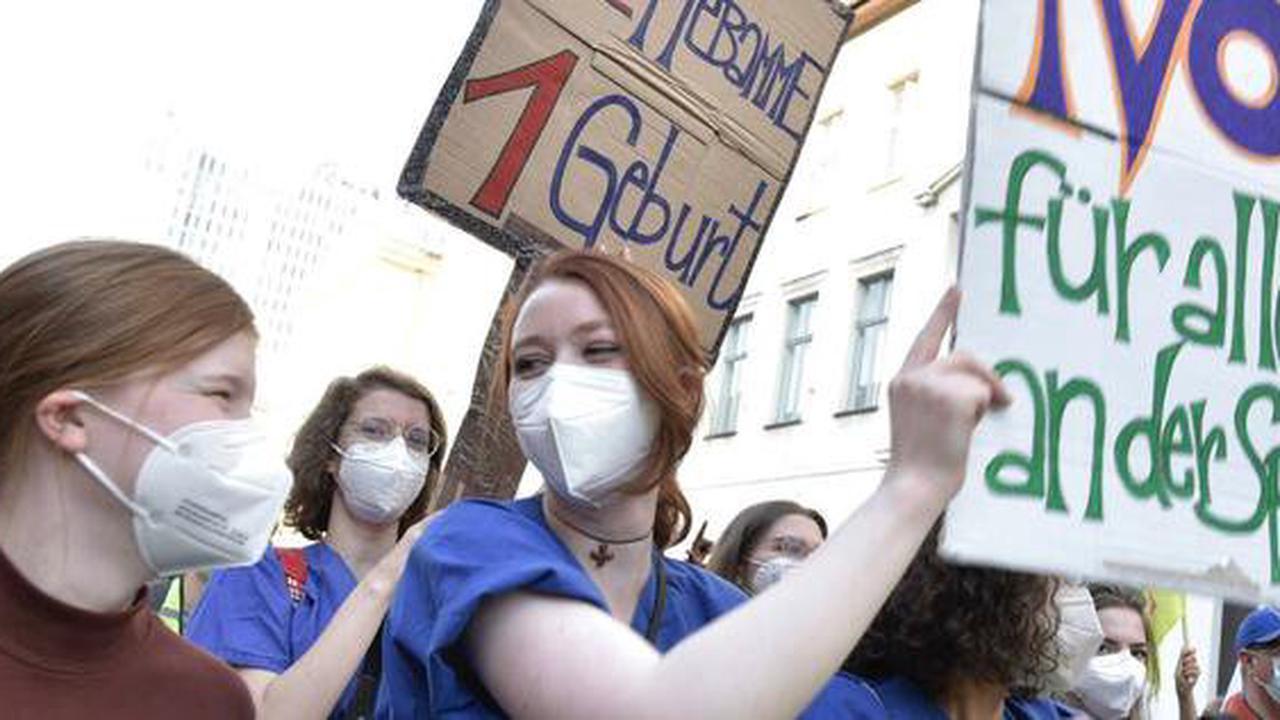Pflegestreik in Berlin : Tarifkonflikt an Kliniken weiter ungelöst