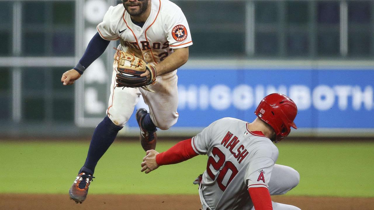 Straw scores on wild pitch in 11th, Astros beat Rangers 4-3