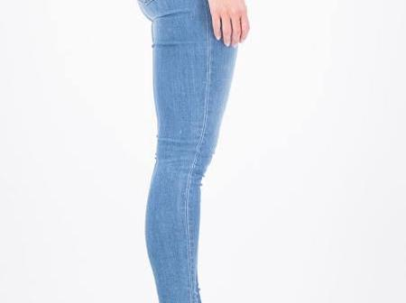 3 Disadvantages of wearing skinny jeans
