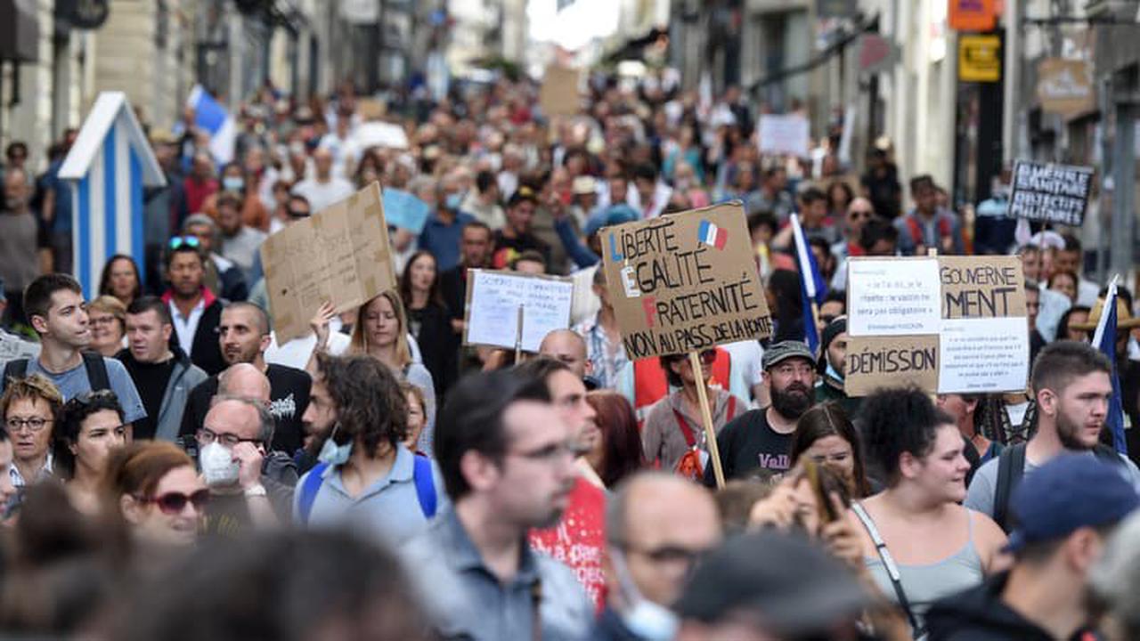 Anti-pass sanitaire: 80.000 personnes ont manifesté ce samedi selon l'Intérieur, la mobilisation marque le pas