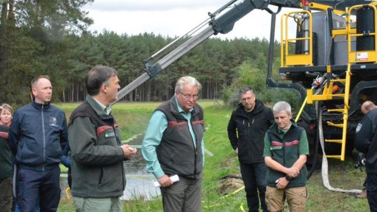 Technik-Schau im Forstamt Kaliß: Mit neuer Löschbox bis tief in den Wald