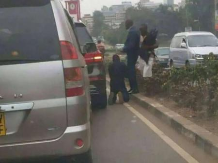 Rogue Toyota Noah Driver Kneels Down To Beg For Forgiveness After Hitting A Porsche In Traffic