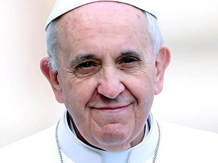 """""""Not even doctors knew if I would make it""""- Pope Francis Narrates Near Death Experience."""