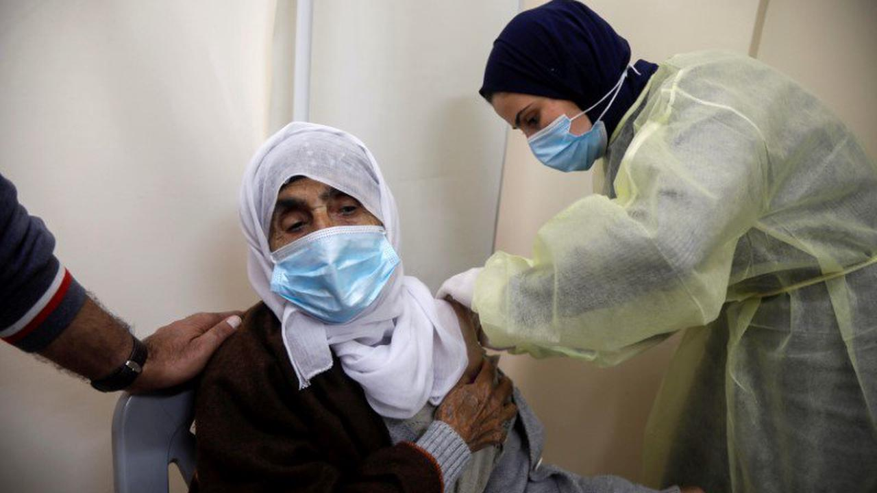 Israel to send Palestinians 1 mln COVID vaccine doses in exchange deal