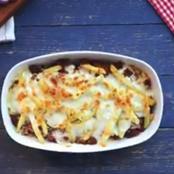 اللحم المفروم بأصابع البطاطس المقلية والجبن الموتزاريلا