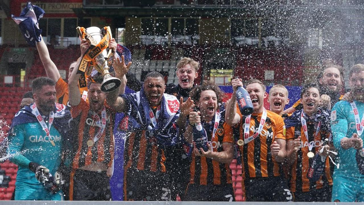 'Championes' - City players' delight as they lift League One trophy