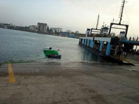 Take a look at a trailer that plunged into the Indian Ocean at Likoni this morning