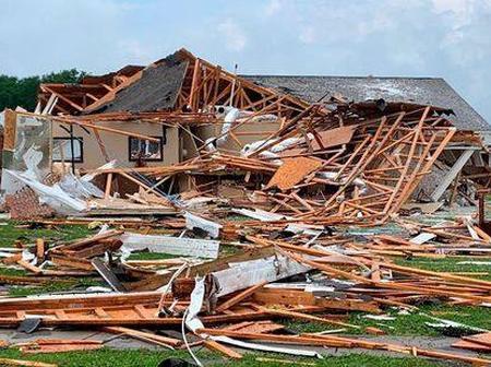 États-Unis: plus de cinq personnes tuées lors d'une grande tornade en Alabama