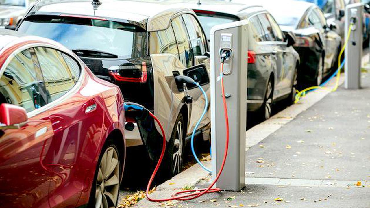 Biden looks to voluntary pledge of 40% electric vehicles by 2030