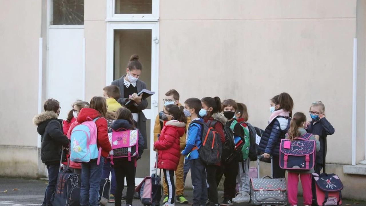 Covid-19 : dès demain, le masque ne sera plus obligatoire dans les cours d'école