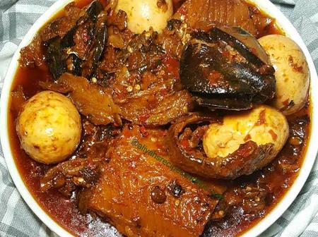 Easy Way To Prepare Tasty Ofada Stew For Your Family This Weekend