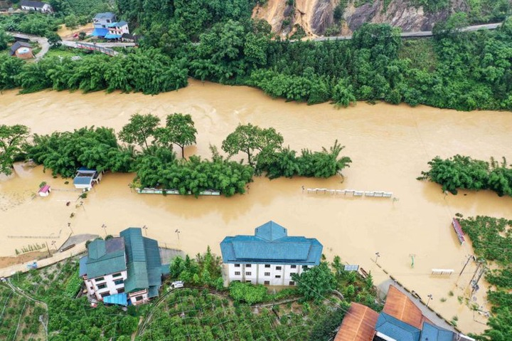Dozens killed and thousands displaced as floods and rainstorms hit China? (Photos)