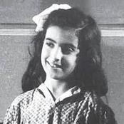 شاهد بالصور هذه الطفلة الصغيرة أصبحت فنانة ومطربة مشهورة فمن تكون؟