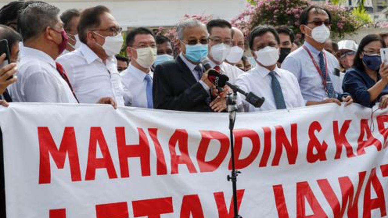Malaysian politicians stage protest over parliament closure