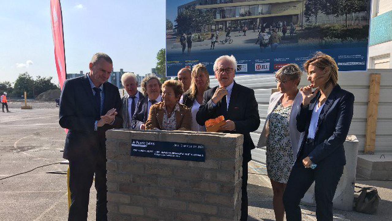 Pose de la première pierre du chantier de réhabilitation et d'extension du collège Lucien Vadez à Calais