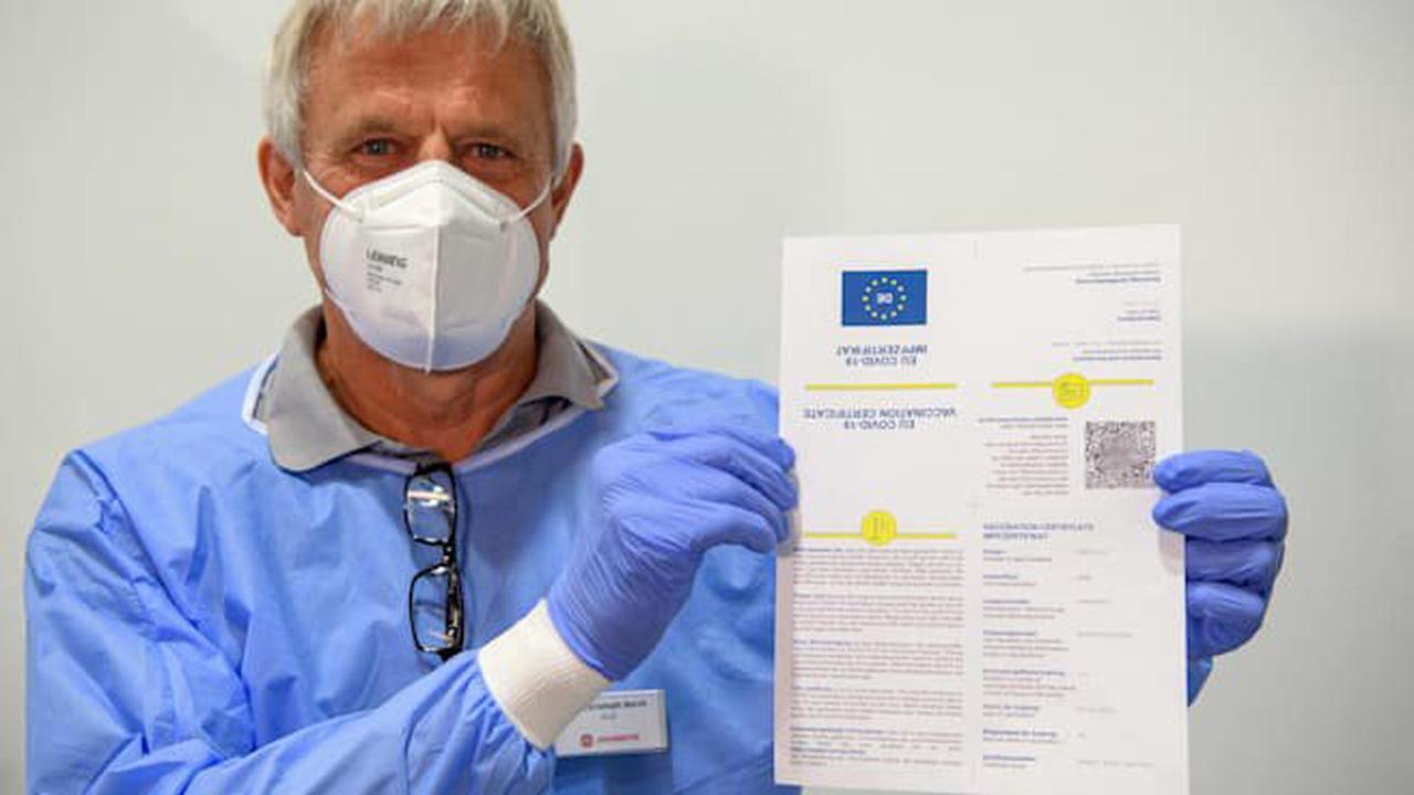Ärger um Impfpass-Apps Digitales Impf-Zertifikat kostet 18 Euro