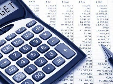 12 tips on managing your personal budget.