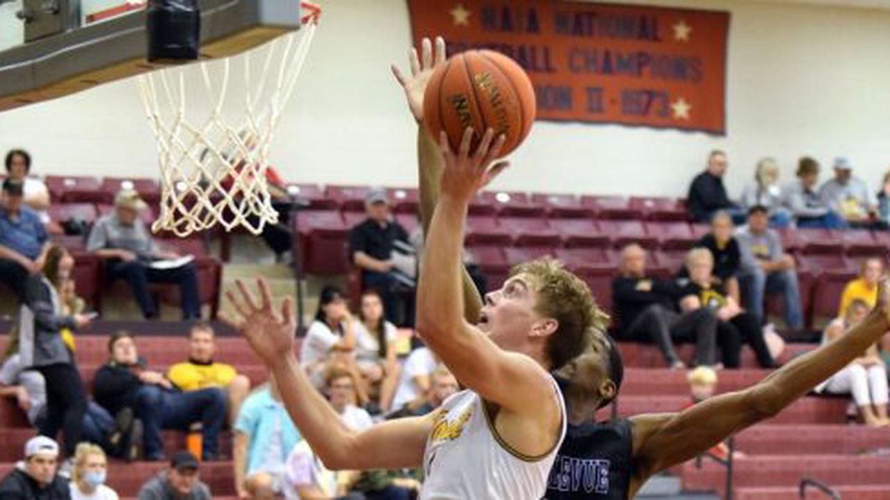 Dordt Men Run Winning Streak To Eight Behind Gesink's Seven Three-Point Baskets