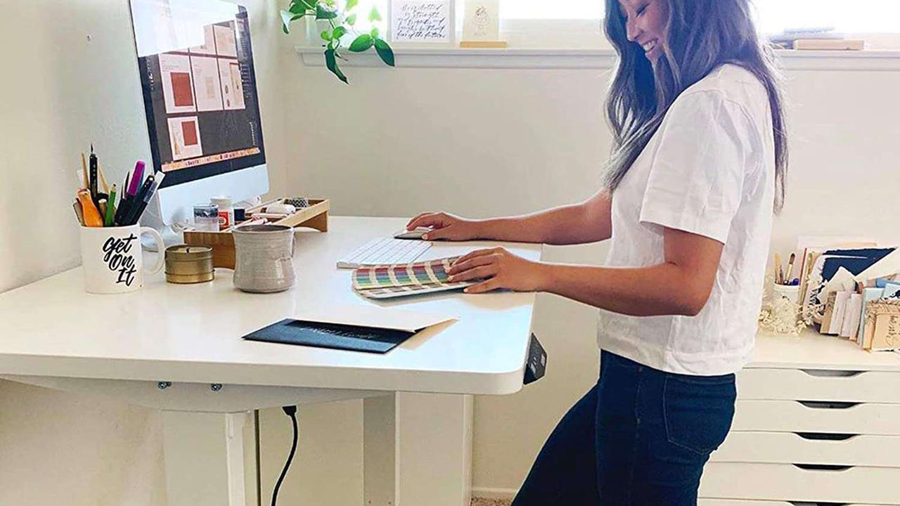 Our favorite electric standing desk is $199 today, an all-time low price at Amazon