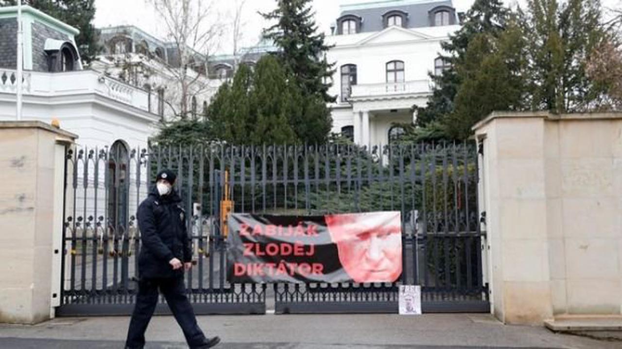 Чехия обвиняет Россию, нопросит унее помощи