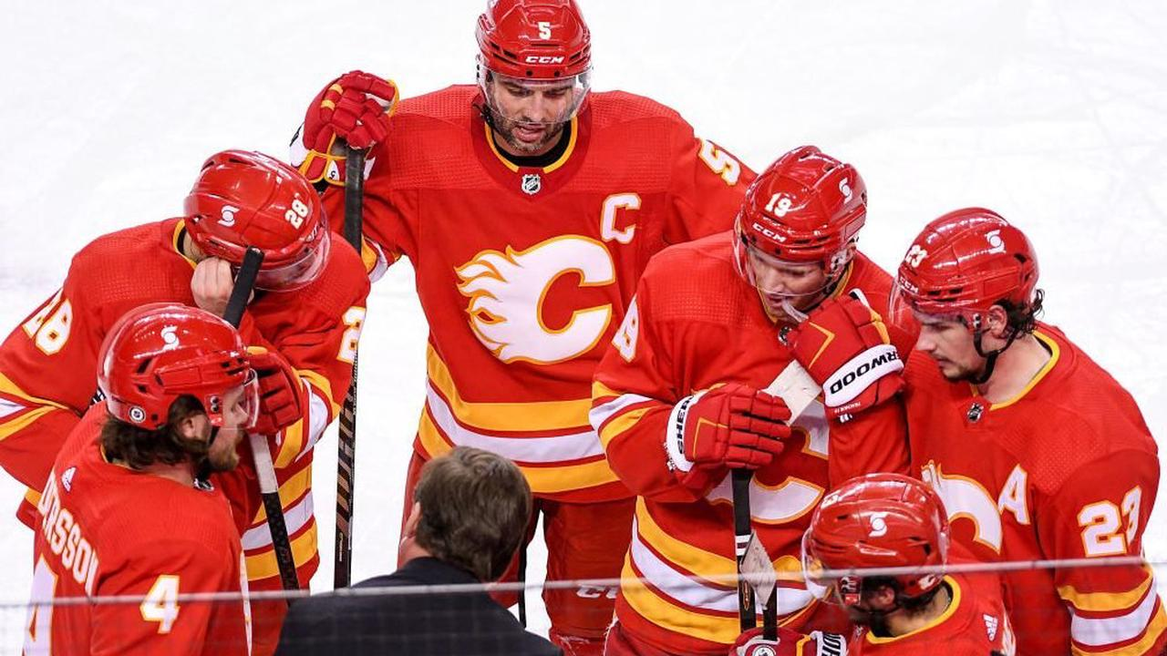 Flames' Johnny Gaudreau: Dishes pair of assists
