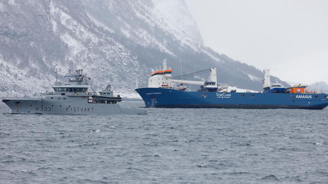 Salvage crews tow drifting Dutch freighter to port in Norway