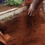A Man in Nandi Busted Digging Out The Grave Where His Mother Was Burried Ten Years Ago