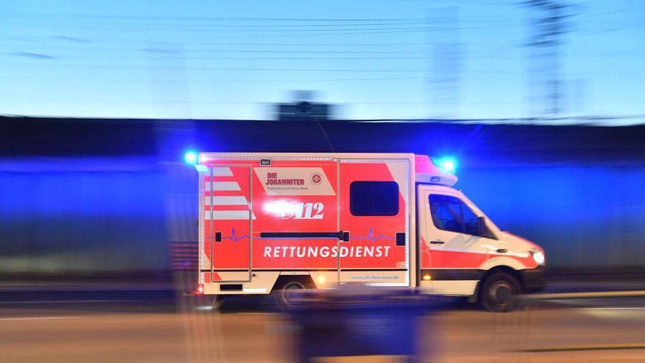 32-Jähriger kommt mit Auto ins Schleudern und wird schwer verletzt