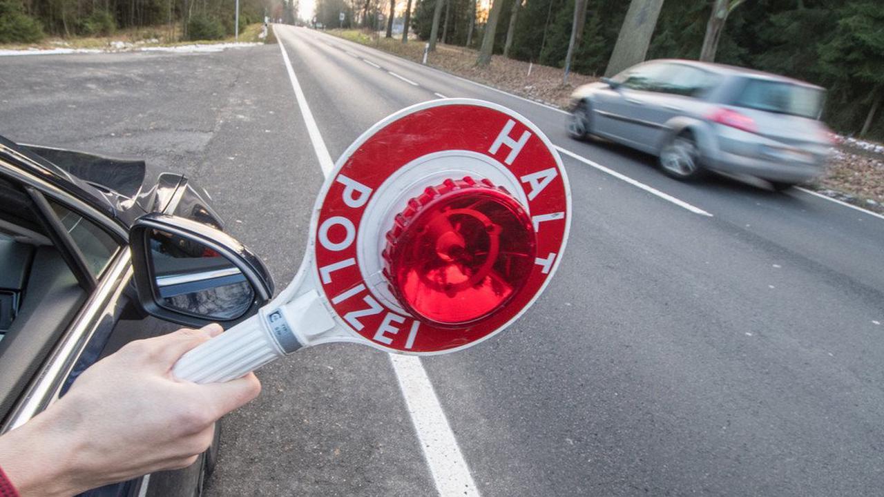 Drogendealer? Rollerfahrer flüchtet vor Polizei