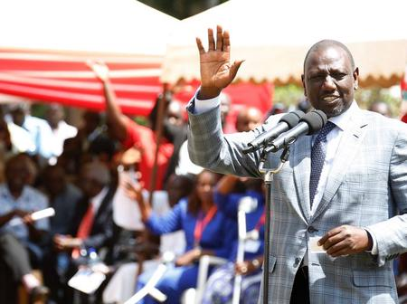 This man William Ruto, Is He Buying Crowd? See What Happened in Embakasi -VIDEO