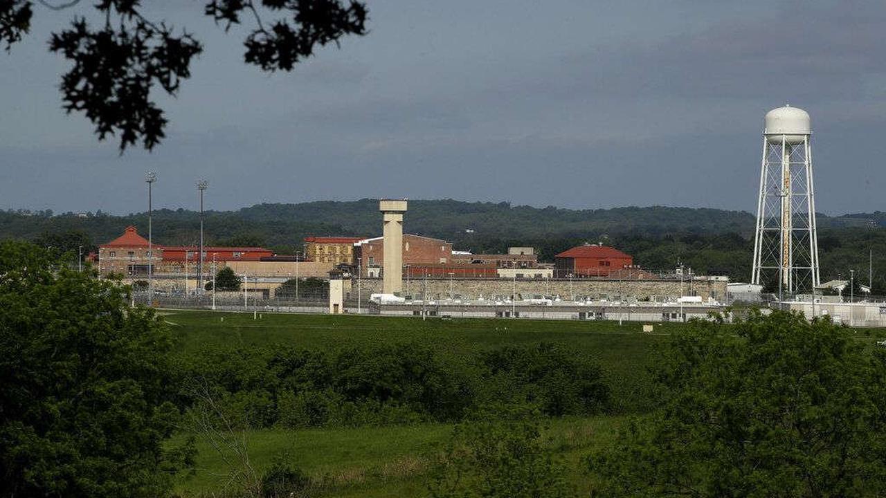 Inmate dies at Lansing Correctional Facility