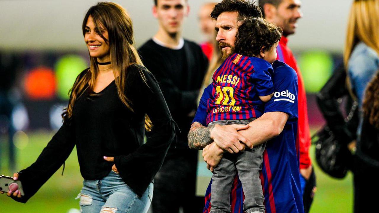 FC Barcelone : en bikini, Antonella affiche ses courbes et embrasse Messi rageusement !