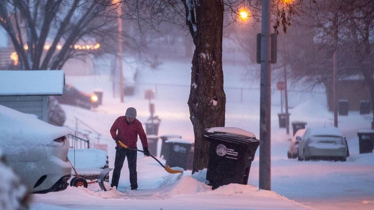 Omaha snowplow crews clearing streets; contractors to head to neighborhoods by 4 p.m.