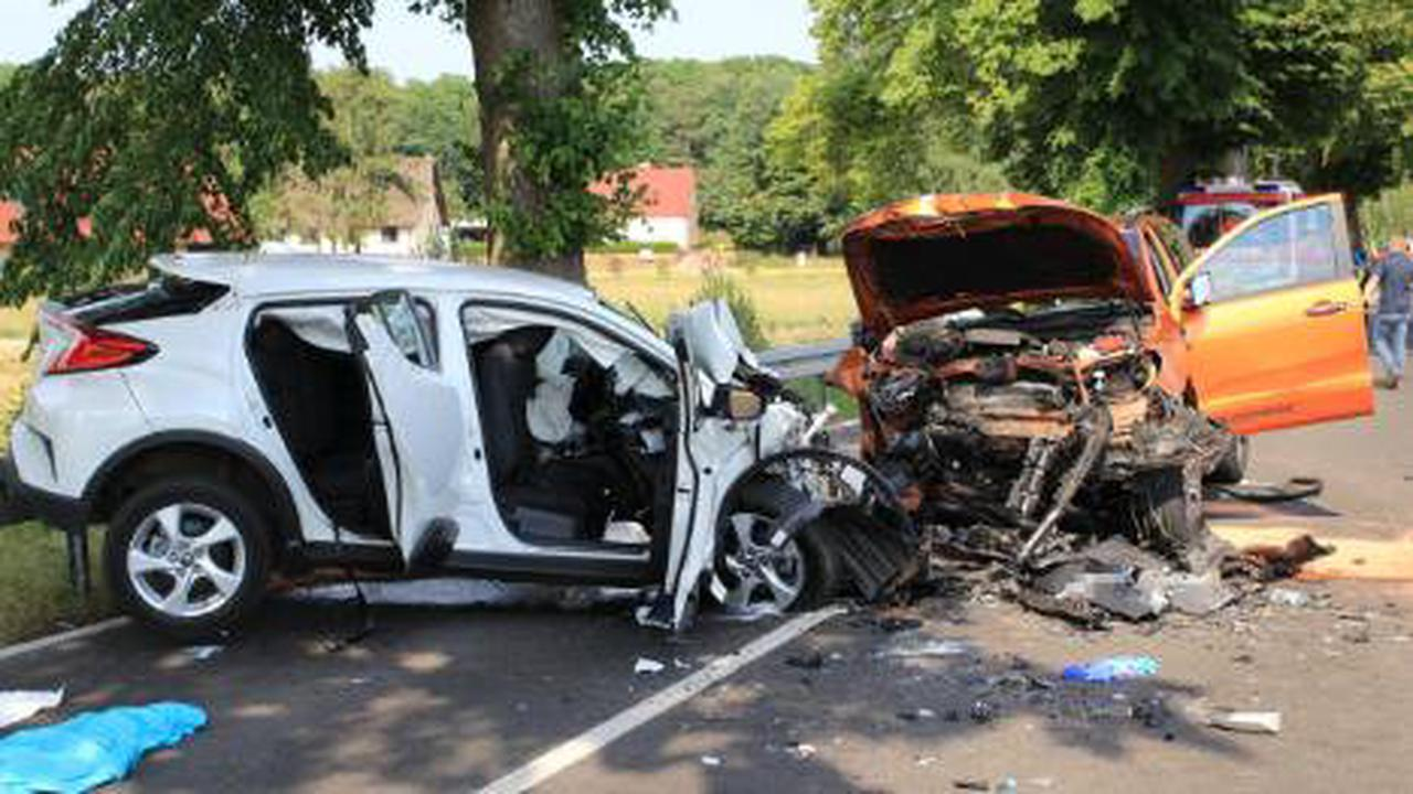 Auto kracht in Pick-up – zwei Tote!